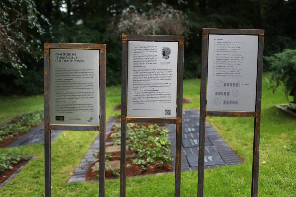 Gräberfeld für 15 ausländische Opfer des NS-Systems